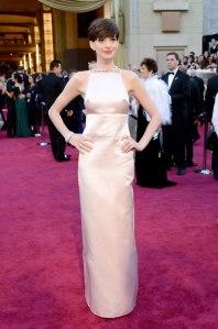 Anne+Hathaway+2013+Oscars+Prada+1